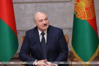 Lukashenko explains his appearance with assault rifle in front of Palace of Independence