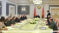 Lukashenko holds session to discuss topical issues